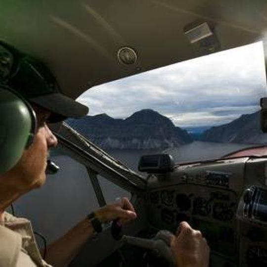 flightseeing tour over Nahanni