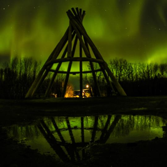teepee under the aurora