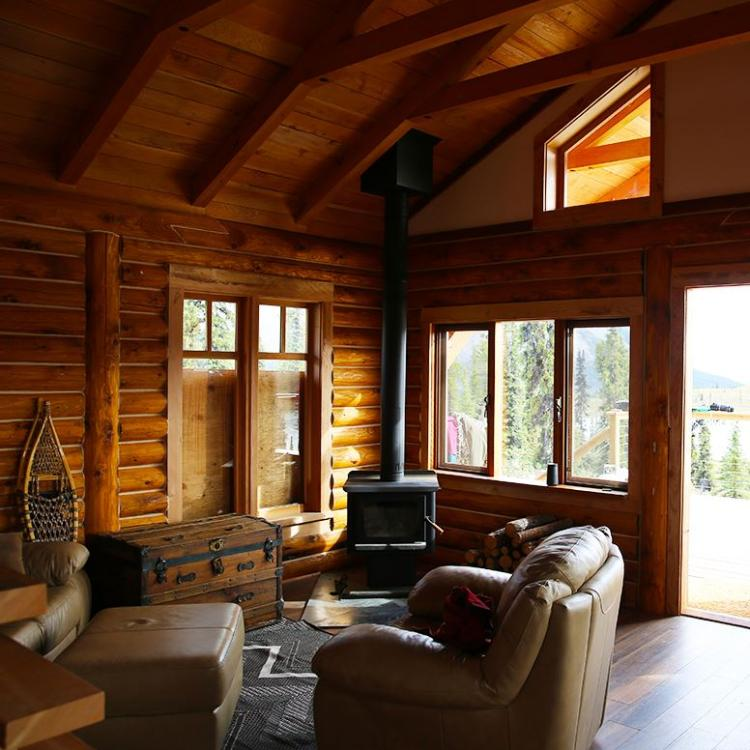 View of Ten Stone Mountain lodge's living room with armchairs in the Sahtu, Northwest Territories.