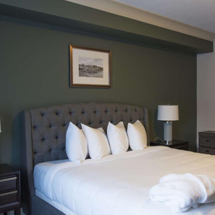King bedroom in the Slave Lake Inn in Yellowknife NWT.