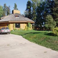 Whooping Crane Guest House exterior picture of octagonal shaped log home in Fort Smith, NWT.