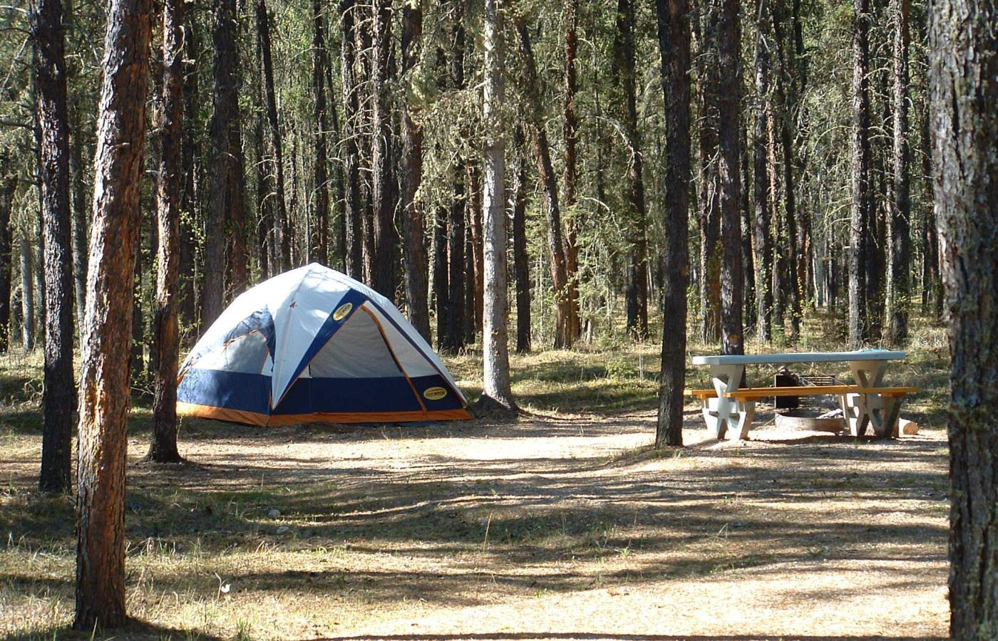 camping in queen elizabeth territorial park fort smith nwt