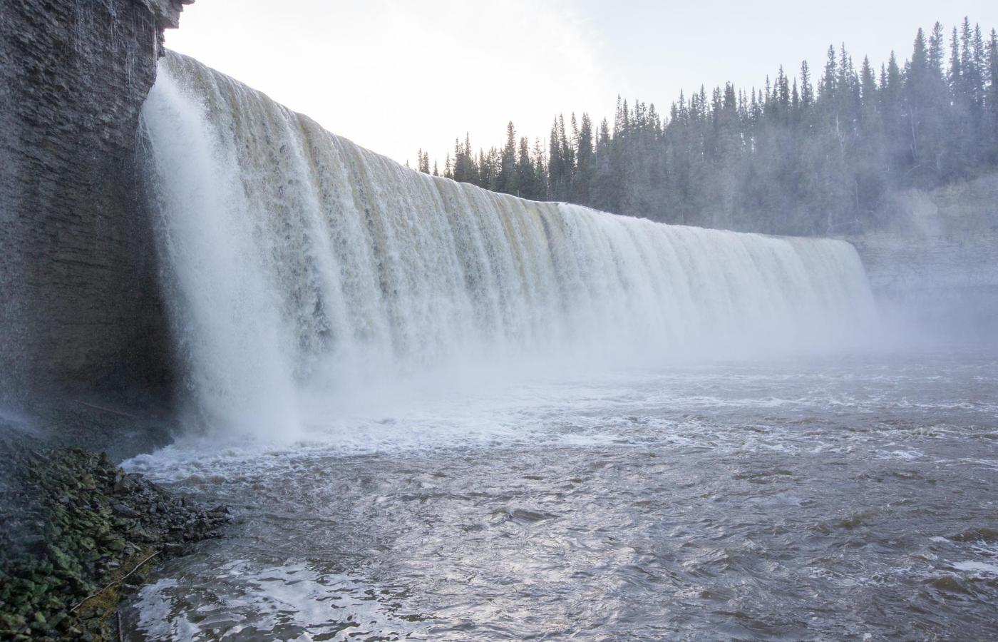 lady evelyn falls in kakisa nwt