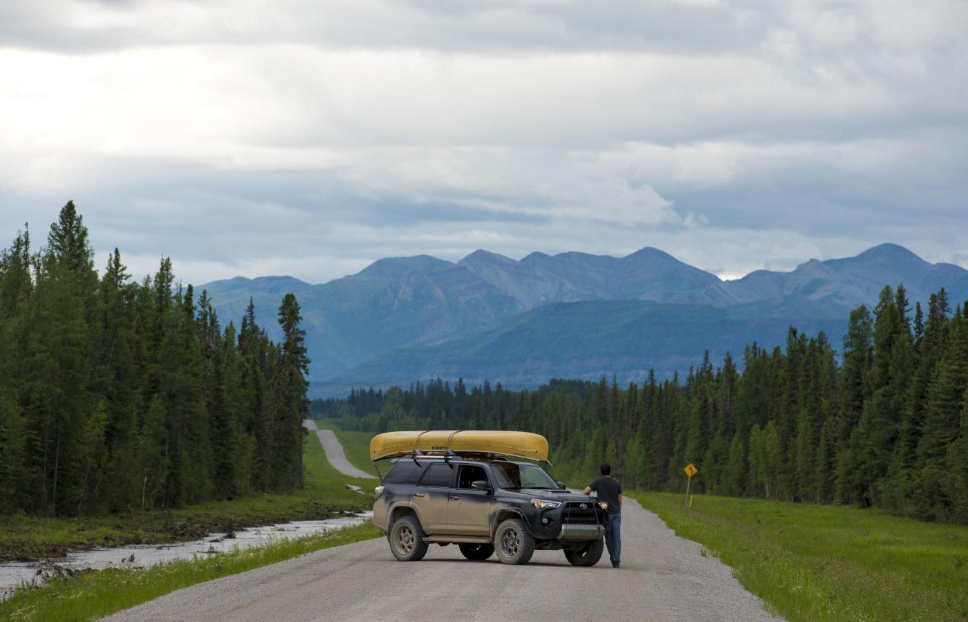 Roadtripping with canoe on the Liard Highway in the NWT