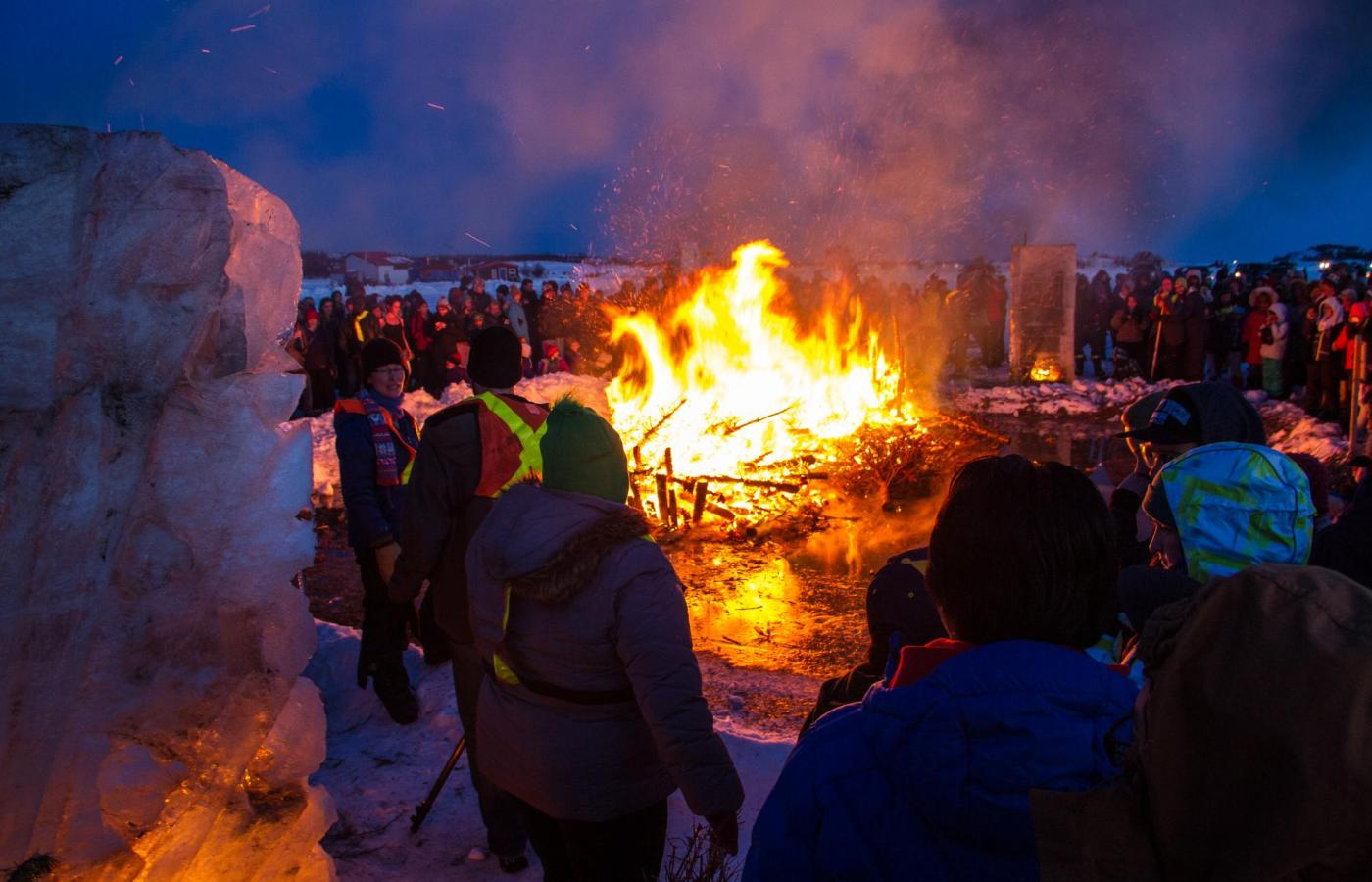 bonfire on yellowknife bay