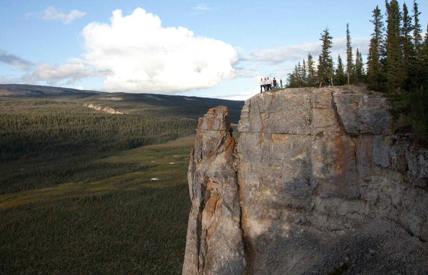 norman wells hiking nwt mackenzie mountains