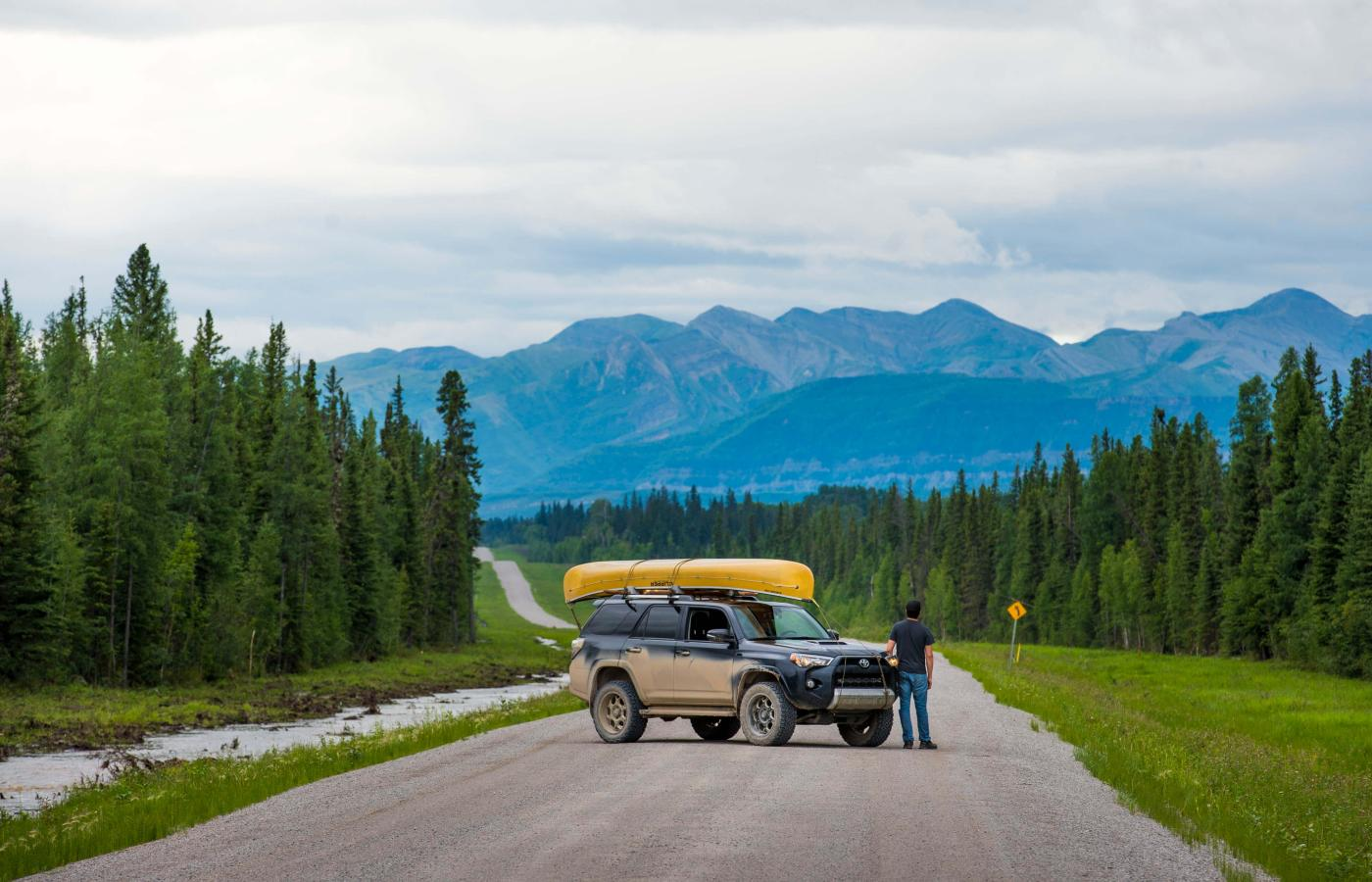 Roadtrip with canoe on Liard highway in the Dehcho