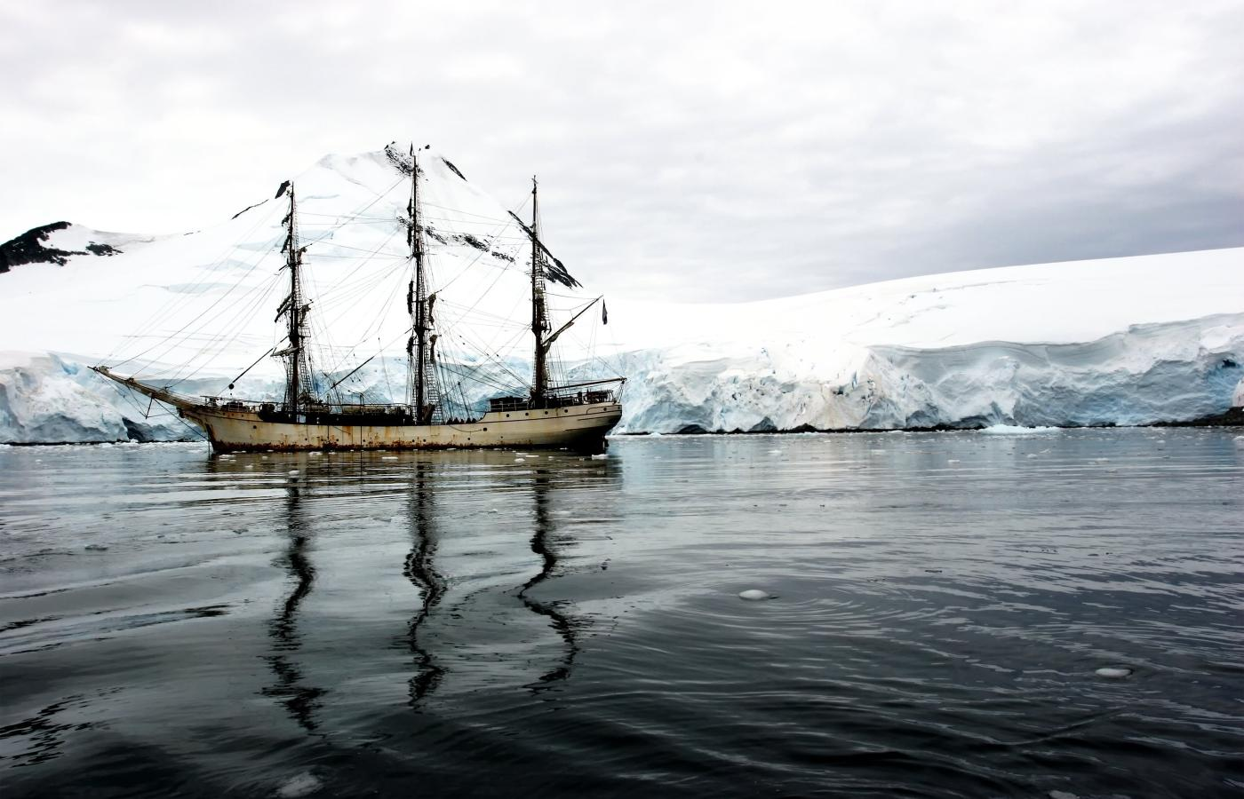 Historic photo of a sailing ship in Arctic waters